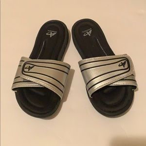 Shoes - (Women's) Slides size 7.5 (Box not included)